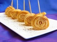 Koreczki naleśnikowe z serem żółtym i masłem orzechowym