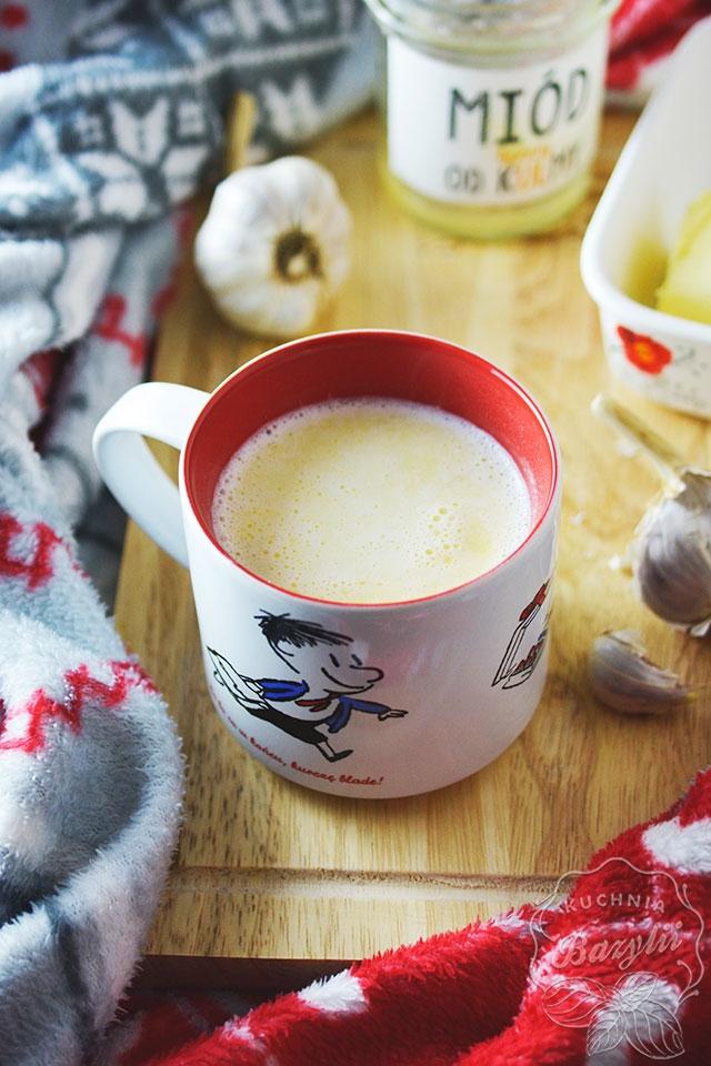 Mleko z czosnkiem i miodem na przeziębienie