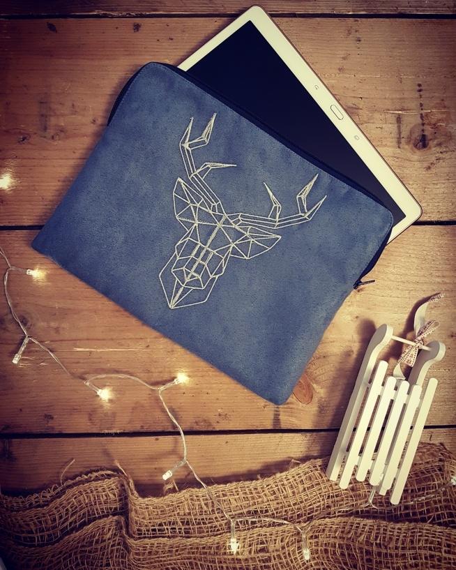 """etui na tablet 10"""" z haftowanym jeleniem by Cudawianki Handmade"""