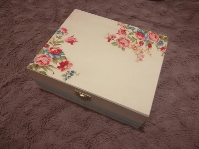 Herbaciarka pudełko na prezent kwiaty floral koronka