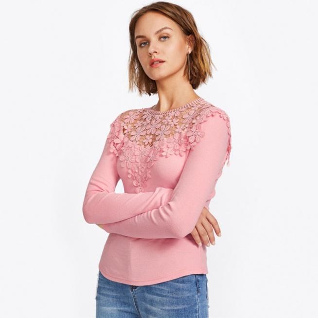 Różowa, casualowa bluzeczka z gipiurą. Kliknij w zdjęcie i zobacz, gdzie można ją kupić :)