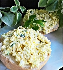 Pasta jajeczno serowa z porem i szczypiorkiem z nutą ogórka