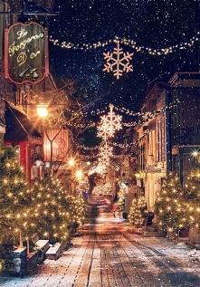 Spacerowanie ulicami miast zimą i podziwianie pięknych świateł może sprawić, że każdy z nas się uśmiechnie. Wszystko to po prostu sprawia ,że czuję się magię świąt.