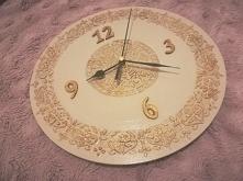Zegar z reliefami złoto prezent