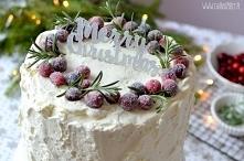 Śmietankowy tort z żurawiną...