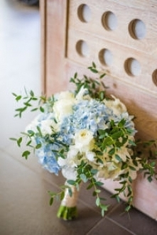 Bukiet ślubny z błękitnym e...