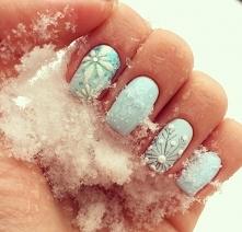 Co powiecie na zimowe inspiracje w ślubnym manicure? :) Więcej inspiracji dla panny młodej znajdziecie na weselenaoku.pl :)   Zdjęcie: Instagram @savkinaviktorya