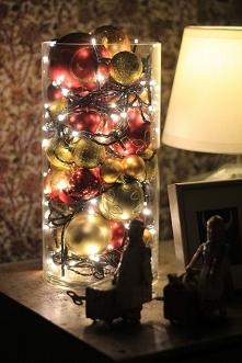 Święta i światełka to jedno. Migające z okien kolorowe lampki, te na choince czy... w dzbanku ;) taka, ostatnio popularna dekoracja cieszy moje oko w okresie świątecznym i żal s...