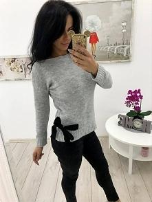 Sweterek z kokardką