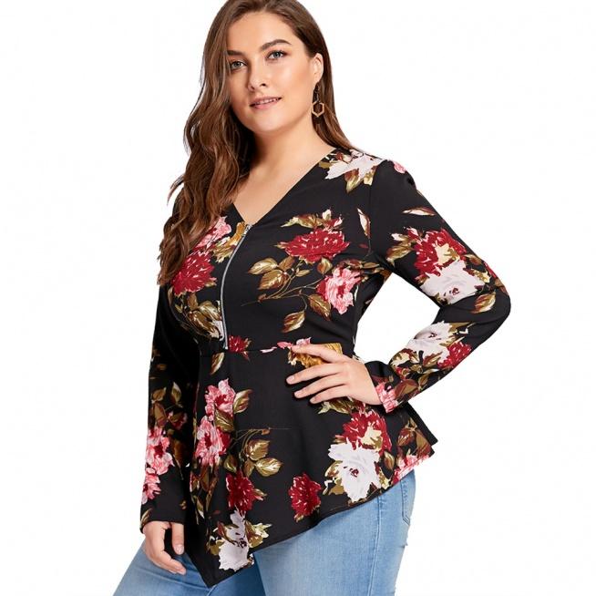 Asymetryczna, bardzo seksowna bluzeczka w kwiaty, z zamkiem na dekolcie i zwężeniem w talii. Występuje w rozmiarach XL i większych ;) Kliknij w zdjęcie i zobacz, gdzie ją kupić.