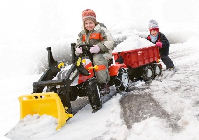"""Początek astronomicznej zimy już w ten czwartek :) Z traktorkami Rolly Toys, żadna zima nie zaskoczy prawdziwych """"małych drogowców""""! ☃️❄️"""