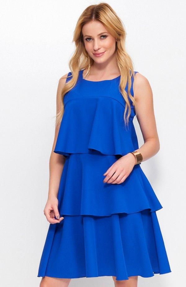 Makadamia M381 sukienka chabrowa Zjawiskowa sukienka, wykonana z miękkiej jednolitej tkaniny, sukienka ozdobiona przepięknymi falbanami, które dodają uroku