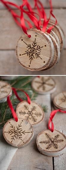 pomysłowe krążki z drewna na choinkę :)