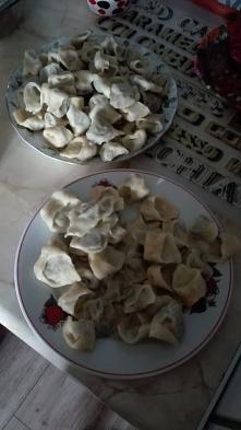 Pierwsze przygotowania w kuchni już za mną - uszka do czerwonego barszczyku. Bardzo lubię ten czas spędzony w kuchni podczas przygotowywania smakowitych potraw :)
