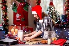 8.  Przedświąteczne życie toczy się w kuchni. Ciasta, sałatki, pierogi, śledz...