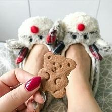 Mam nadzieję, że znajdę pod choinką ciepłe, świąteczne kapciochy :)
