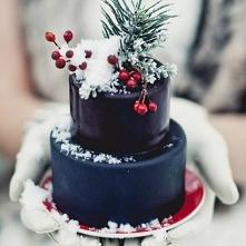 Bożonarodzeniowe Pary Młode! Świąteczny tort weselny to dobry pomysł?  Więcej inspiracji na: weselenaoku.pl :)