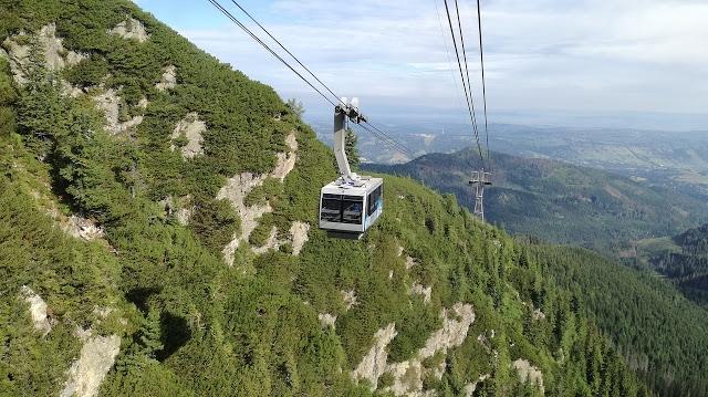 Kolej na Kasprowy Wierch w Tatrach. Ekstremalny widok na góry