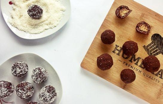 Pyszne, zdrowe i fit czekoladowe praliny z nadzieniem orzechowym.
