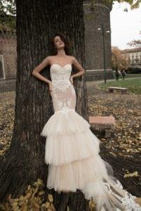 """Suknia ślubna """"syrenka"""" Liz Martinez w oryginalnym wydaniu. Co sądzicie? Jeśli szukacie inspiracji sukien w tym fasonie zapraszamy na weselenaoku.pl :)"""
