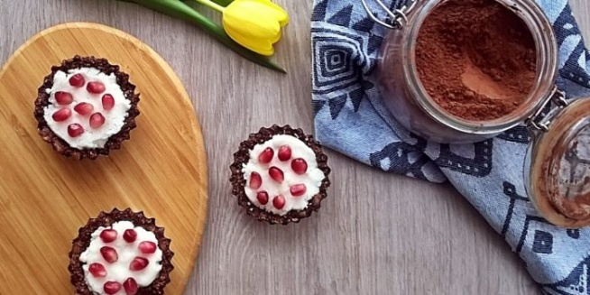 Babeczki z kokosowym musem. Pyszne i zdrowe słodkości bez pieczenia
