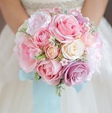 Bukiet ślubny ze sztucznych kwiatów
