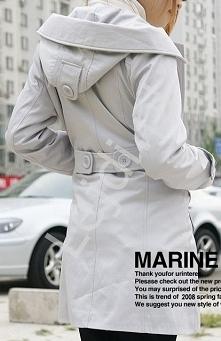 Śliczny płaszcz wiosenny szary, outlet Wiosenny płaszcz zapinany na duże guziki. Płaszcz w szarym kolorze. Płaszczyk posiada modny kaptur z kołnierzem.