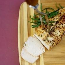 Miodowy filet z kurczaka z ziołami Składniki: - pojedyncza pierś z kurczaka -...