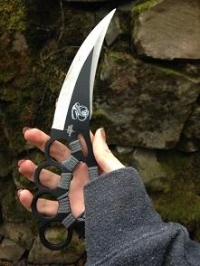 Kastet w połączeniu z nożem? Czemu nie! :D