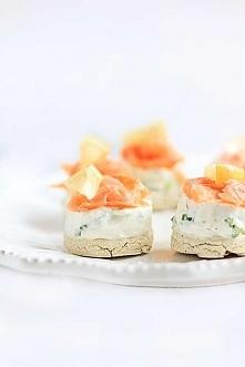 Mini serniczki z łososiem