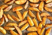 Potato wedges, czyli pieczone ziemniaczane łódeczki