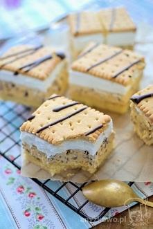 Ciasto ze słonecznikiem i bitą śmietaną  Składniki biszkopt: ( Blaszka 28cm x 25 cm ) 4 jajka, 3/4 szklanki cukru, 3/4 szklanki mąki, 1 łyżeczka proszku do pieczenia.  Przygo...
