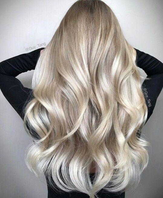 Dziewczyny! Jakie skuteczne odżywki/maski polecacie na suche i łamliwe włosy po farbowaniu na kolor blond? Osobiście stosuję olejek i odżywkę biovax, ale trudno określić czy jestem zadowolona z efektu..dalej są szorstkie w dotyku :( co polecacie?
