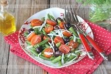 Fasolka szparagowa z pomidorami i orzechami