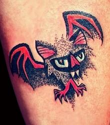 śmieszny tatuaż nietoperz