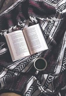 Dobra książka, słodka herbatka i ciepły kocyk. Zimowy idealny dzień. <3