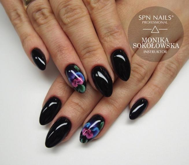 Black Tulip w towarzystwie one stroke  Nails by Monika, Studio Magnetic Nails Monika Sokołowska Kielce, SPN Team
