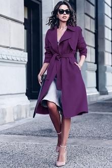 modny płaszcz o szlafrokowym kroju w kolorze fioletowym. trendy wiosna 2018 ....