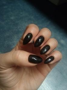 czarne ze srebrnymi drobinkami