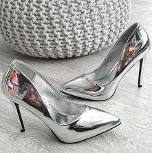 Przepiękne srebrne szpilki ze sklepu Pantofelek24