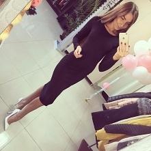 Elegancka sukienka za kolano doskonała na każdą okazję