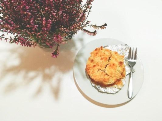 Zapraszam po przepis na pyszny i szybki deser - owoce pod kruszonką. Przepis znajdziesz na blogu Minimalistic Girl (wystarczy kliknąć w zdjęcie).