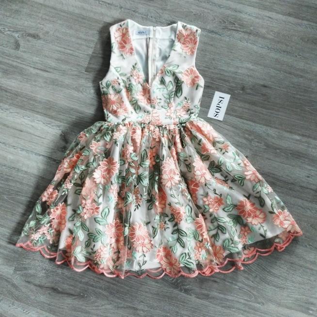 Indywidualny projekt letniej sukienki kwiatowej <3 Haft na siatce tiulowej. Szycie na miarę w SOPSI <3