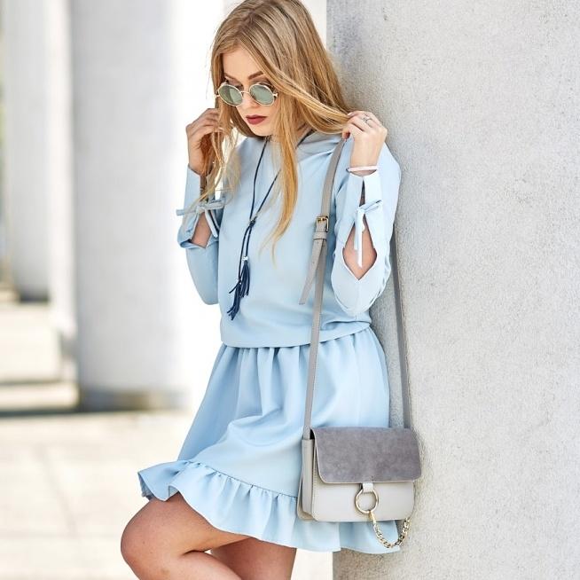 Realizacja na zamówienie letniej sukienki pastelowej z wiązaniami. Wykończona falbanką. Szycie na miarę w SOPSI