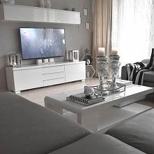 ściana z telewizorem