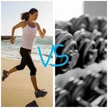 Bieganie czy siłownia? Osob...