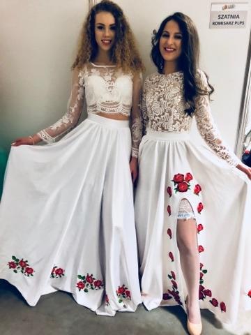 Delikatne suknie z haftem kwiatowym i koronkowym topem marki Lulu Design. Całość szyta na miarę.