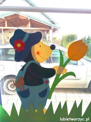 Krecik - element wiosennej dekoracji okiennej w przedszkolu :)