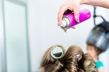 Lakier do włosów - jak działa?