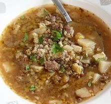 Pikantna zupa z mieloną wołowiną i kaszą jaglaną